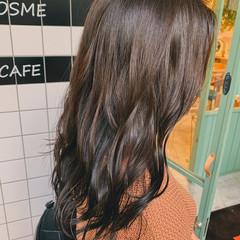 ロング 巻き髪 グラデーションカラー オリーブ ヘアスタイルや髪型の写真・画像