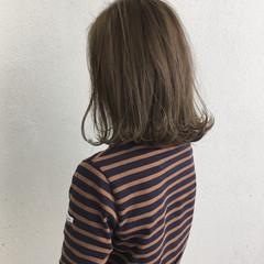 ミディアム 切りっぱなし 外ハネ ロブ ヘアスタイルや髪型の写真・画像