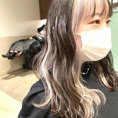 インナーカラー フェミニン ホワイト インナーカラーシルバー ヘアスタイルや髪型の写真・画像