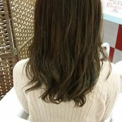 暗髪 ゆるふわ グラデーションカラー 外国人風 ヘアスタイルや髪型の写真・画像