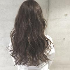ゆるふわ ブラウン ロング アッシュ ヘアスタイルや髪型の写真・画像