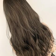 グレージュ 透明感 ナチュラル ロング ヘアスタイルや髪型の写真・画像