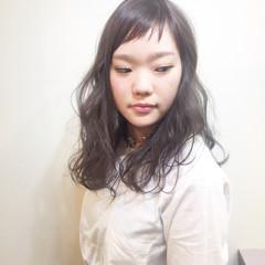 斜め前髪 ハイトーン 色気 ナチュラル ヘアスタイルや髪型の写真・画像