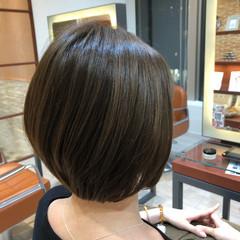 カーキアッシュ ショート カーキ ナチュラル ヘアスタイルや髪型の写真・画像