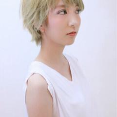ブリーチ レイヤーカット ハイトーン ショート ヘアスタイルや髪型の写真・画像
