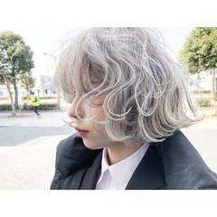 グレージュ ホワイト ストリート シルバー ヘアスタイルや髪型の写真・画像
