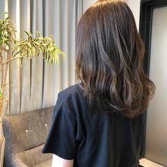 イルミナカラー ミルクティーベージュ アッシュグレージュ セミロング ヘアスタイルや髪型の写真・画像