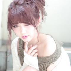 フェミニン ピンク ミディアム ヌーディーベージュ ヘアスタイルや髪型の写真・画像