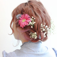 ヘアアレンジ ミディアム ガーリー 謝恩会 ヘアスタイルや髪型の写真・画像