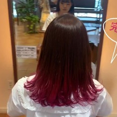 デート セミロング かわいい ベリーピンク ヘアスタイルや髪型の写真・画像