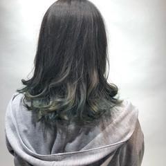 ベージュ オリーブアッシュ バレイヤージュ ナチュラル ヘアスタイルや髪型の写真・画像