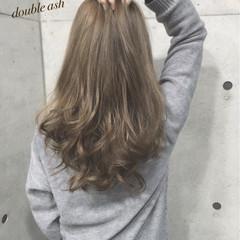 アッシュベージュ ベージュ ロング ガーリー ヘアスタイルや髪型の写真・画像