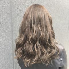 セミロング ナチュラル ヘアカラー アッシュベージュ ヘアスタイルや髪型の写真・画像