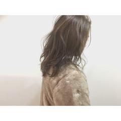 グレージュ ゆるふわ セミロング ナチュラル ヘアスタイルや髪型の写真・画像