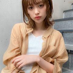 ミディアム 大人可愛い アッシュグレージュ 外ハネ ヘアスタイルや髪型の写真・画像