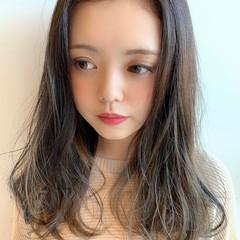 ナチュラル かき上げ前髪 グレージュ ゆるナチュラル ヘアスタイルや髪型の写真・画像