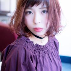 レッド ピンク 暗髪 ハイライト ヘアスタイルや髪型の写真・画像