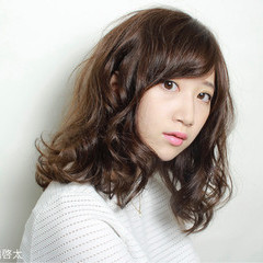 ゆるふわ 暗髪 グラデーションカラー ストリート ヘアスタイルや髪型の写真・画像