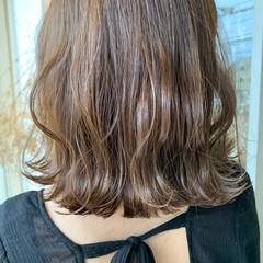 シアーベージュ ヌーディーベージュ ミディアム ナチュラル ヘアスタイルや髪型の写真・画像