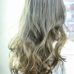 フェミニン ロング ハイライト 外国人風 ヘアスタイルや髪型の写真・画像