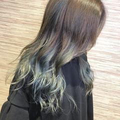 フェミニン バレイヤージュ ロング オリーブグレージュ ヘアスタイルや髪型の写真・画像