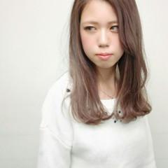 ダブルカラー セミロング ガーリー 外国人風 ヘアスタイルや髪型の写真・画像