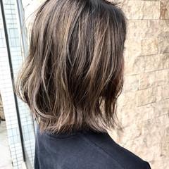 外国人風 ハイライト ストリート アッシュグレージュ ヘアスタイルや髪型の写真・画像