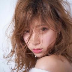 グレージュ ヘアアレンジ アンニュイ セミロング ヘアスタイルや髪型の写真・画像
