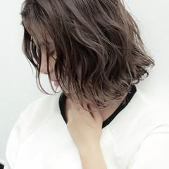 ハイライト グレージュ ストリート ボブ ヘアスタイルや髪型の写真・画像
