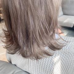 ミルクティーベージュ ミディアム ナチュラル グレージュ ヘアスタイルや髪型の写真・画像