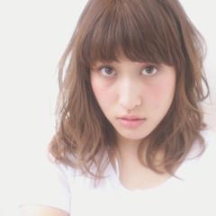 前髪あり フェミニン アッシュ ミディアム ヘアスタイルや髪型の写真・画像