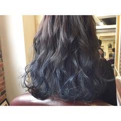 ネイビー 透明感 ロング ストリート ヘアスタイルや髪型の写真・画像