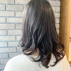 グレージュ アンニュイほつれヘア セミロング アッシュグレージュ ヘアスタイルや髪型の写真・画像