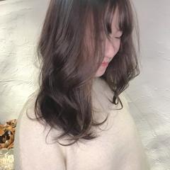 ブリーチなし ミルクグレージュ ミルクティーベージュ デート ヘアスタイルや髪型の写真・画像