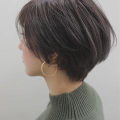 ホワイトグレージュ ナチュラル ショート アッシュベージュ ヘアスタイルや髪型の写真・画像