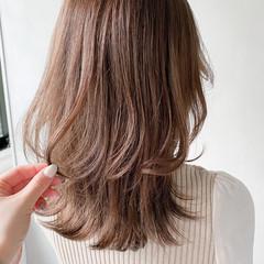 セミロング デート ナチュラル レイヤーカット ヘアスタイルや髪型の写真・画像