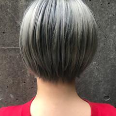 ショート アッシュ グレージュ ストリート ヘアスタイルや髪型の写真・画像
