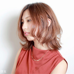 渋谷系 くせ毛風 ミディアム フェミニン ヘアスタイルや髪型の写真・画像