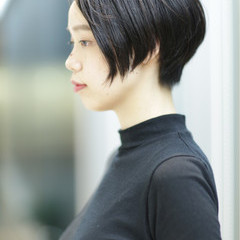 ショート 暗髪 アッシュ ナチュラル ヘアスタイルや髪型の写真・画像
