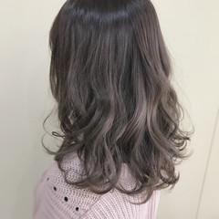 ニュアンス アッシュ フェミニン グレージュ ヘアスタイルや髪型の写真・画像