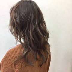 ナチュラル ミルクティーベージュ ミルクティー セミロング ヘアスタイルや髪型の写真・画像