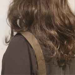 ロング アッシュ スモーキーアッシュ ゆるふわ ヘアスタイルや髪型の写真・画像