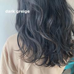 コテ巻き アッシュグレージュ ナチュラル セミロング ヘアスタイルや髪型の写真・画像