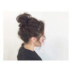 お団子 セミロング メッシーバン ヘアアレンジ ヘアスタイルや髪型の写真・画像