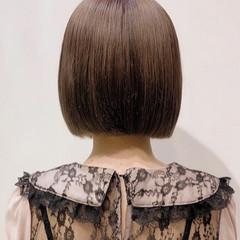切りっぱなしボブ ミルクティーベージュ ナチュラル ショートヘア ヘアスタイルや髪型の写真・画像