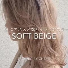 ベージュ 外国人風 ブラウンベージュ セミロング ヘアスタイルや髪型の写真・画像