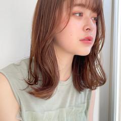 ミディアム 小顔ヘア シースルーバング ナチュラル ヘアスタイルや髪型の写真・画像