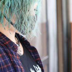 ストリート グリーン エメラルドグリーンカラー 切りっぱなしボブ ヘアスタイルや髪型の写真・画像