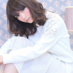 ミディアム 大人女子 ミルクティー ニュアンス ヘアスタイルや髪型の写真・画像