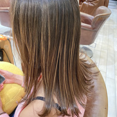 バレイヤージュ 外ハネ ダブルカラー 切りっぱなし ヘアスタイルや髪型の写真・画像